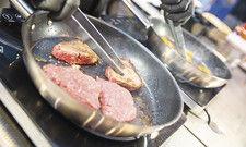 Heiße Pfannen: Es wird wieder viel gekocht bei der Hoga, und Fleisch wird ein Schwerpunkt sein.