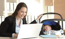 Mutterglück: Der Arbeitgeber muss regelmäßige Auszeiten ermöglichen.