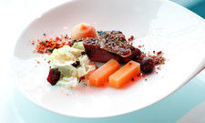 Mehr Geld für feine Speisen: Deutschlands Top-Gastronomen konnten im vergangenen Jahr für ihre Kreationen etwas höhere Preise durchsetzen