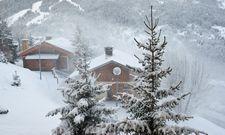 Eingeschneite Dörfer: Der Winter hat vor allem die Alpenregion fest im Griff