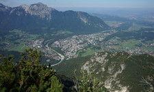 Gute Aussicht: Blick vom Bad Reichenhaller Hausberg Predigtstuhl hinab auf die Stadt