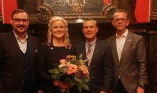 Auf der Verleihung: Sarah Schötter mit (von links) Holm Retsch, Geschäftsführer des DEHOGA Sachsen, Ralf Dräger, Geschäftsführer im Hotel Fürstenhof Leipzig und Steffen Wolf, Sektionsvorsitzender der Sektion Sachsen-Thüringen