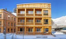 Mit Holz verkleidet: Die Tirol Lodge in Ellmau, Österreich