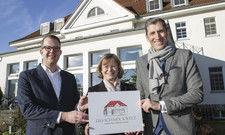 Gelungene Übernahme: (von links): Der neue Hoteldirektor Erik Wlodasch, Birgit Domröse von der Besitzgesellschaft und Friedrich W. Niemann, Geschäftsführer MCH Hotels