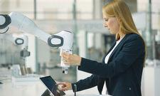 Neue Leichtbauroboter: Der Cobot Panda von Voith soll sowohl Aufgaben, die Geschick erfordern, als auch robuste Montagearbeiten erledigen.