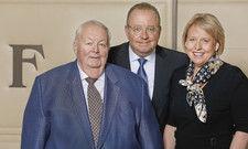 Starke Familie und würdige Preisträger: (von links) Eberhard Barth, Christian Barth und Anja Barth.