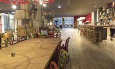 Einladende Atmosphäre: In der Lobby gehen Rezeption, Bar und Sitzbereiche ineinander über.
