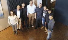 Zufrieden mit dem Ergebnis: (von links) Julia Kavaliauskas, Jörg Rauschenberger, Markus Schädle, Stephan Reichstein, Steffen Walz und die Praktikanten Adham Alsaloum, Sallymatta Sanneh und Ahmed Sohel