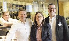 Ziehen an einem Strang: (von links) Küchenchef Robin Wiechert, Weinfachmann Hendrik Canis, Restaurantchefin Sabine Patermann und Matthias Schmidt, Hoteldirektor des Arcona Living Bach 14 in Leipzig.