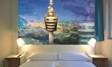 Interior Design: Das B&B Hotel Stuttgart-Messe-Airport greift den Flughafen und den Fernsehturm auch optisch auf