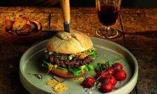 Neue High-End-Convenience: Der Prime Cut Burger von Salomon