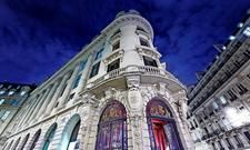 Blickfang: Die historische Fassade des ehemaligen Hauptsitzes des Crédit Commercial de France
