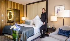 Modernisiert: General Manager Britta Kunz im neugestalteten Zimmer des Interconti Düsseldorf