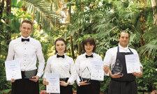 Preisverleihung im Dschungel-Ambiente: Die Sieger (von links) Pascal Hetzke (Systemgastronom), Nathalie Weidle (Hofa), Milena Kanschus (Refa) und Yannick Trischberger (Koch).
