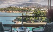 Urlaubsidyll: Im Gebäudekomplex Nafsika des Four Seasons Astir Palace Hotel Athens bietet jedes Zimmer Meerblick