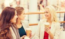 Geselliger Treffpunkt: Kaffee trinken und Shoppen gehen passen offenbar gut zusammen