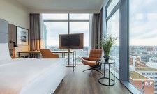 Zimmer mit Aussicht: Der große Fernseher gehört zu den überarbeiteten Zimmerstandards.