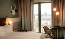 Zimmer mit Stadtblick: Insgesamt verfügt das Hilton Garden Inn Mannheim über 195 Zimmer