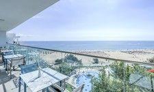 Blick auf den Strand: Das neue Maritim positioniert sich als luxuriöses Feriendomizil