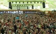 Gut gefüllt: Mehr als 3500 Gastgeber versammeln sich in Grandls Hofbräuzelt in Stuttgart.