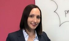 Genau gecheckt: Franziska Jeske, Direktorin Controlling bei Progros, hat Bonus-Schecks und Überweisungen im Wert von rund 2,5 Mio. Euro ausgestellt