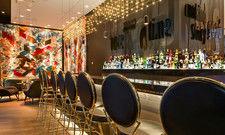 Breite Getränkeauswahl: In der Bar im Motel One Frankfurt Römer