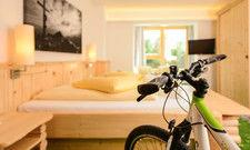 Hier können Gäste ihr Fahrrad mit aufs Zimmer nehmen: Das Hotel Hartweger im Steierischen Ennstal