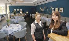 Moderne Gastlichkeit: Madlen Häniche, stellvertretende Direktorin (rechts), und Mitarbeiterin Stefanie Zielasko im umgestalteten Restaurant.