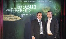 Musikalische Partner: Chris de Burgh (links) und Dennis Martin von Spotlight Musicals schreiben und komponieren das Musical, das in Fulda seine Welturaufführung erleben wird.