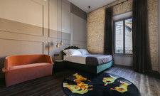 In Szene gesetzt: Die Zimmer sind mit nur wenigen Designermöbeln ausgestattet
