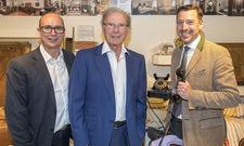 Trio: Hans-Peter Wild (Inhaber - Mitte), Wolfgang Putz (Generaldirektor - rechts) und Karsten Sippel (Projektleiter für den Umbau - links) auf der Pressekonferenz zur Wiederöffnung des Hotels Goldener Hirsch