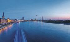 Blick über den Rhein: In Düsseldorf sorgt dieses Jahr im Juni zum Monatsende ein gutes Messegeschäft für hohe Hotelpreise