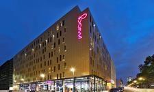 Raum für neue Erfahrungen: Das Moxy Frankfurt East ermöglicht den Mitarbeitern das zeitweise Arbeiten einem Schwesterhotel