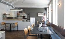 Schlichte Einrichtung: Der neapolitanische Kuppelofen bildet das Herz der Pizzeria.