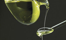 Flüssiges Gold: Feines Öl bringt nicht nur Geschmack, sondern kann auch die Gesundheit fördern.