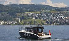 Das Hotel-Motorboot bringt die Gäste in 15 Minuten in die Züricher Innenstadt