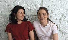 Ein Herz und eine Seele: Sophie von Oswald (links) und ihre Schwester Xenia führen das Rocket&Basil in Berlin.