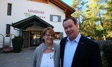 Positionieren sich spitz: Barbara und Markus Untermarzoner, Gastgeber im Waldhotel Tann auf dem Ritten (Südtirol).