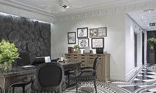 Stilvoller Check-in: Die Rezeption im Hotel Único, einem luxuriösen Boutiquehotel im Stadtteil Salamanca.