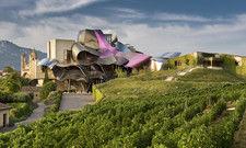 Bietet Weinproben an: Das Hotel Marques de Riscal im spanischen Elciego mit seiner auffälligen Architektur