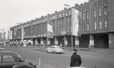 Kölner Messehallen im Jahr 1957: Parkprobleme und Messestaus kannte man damals noch nicht