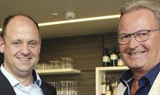 Erfüllen Gästewünsche: Hoteldirektor Mike Patz (links) mit Harald Ultsch, Gründer von Harry's Home.