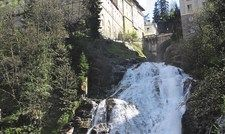 Der berühmte Wasserfall in Bad Gastein. Links oben das Hotel Straubinger.