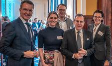 Horst Schulze (Vierter von links) hier im Kreise der Fair-Job-Hotels-Mitstreiter (von links) Cyrus Heydarian, Maria Mittendorfer, Alexander Aisenbrey und Caroline von Kretschmann.