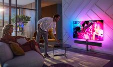 Volles Programm: Aktuelle Hotelfernseher bieten nicht nur scharfe Bilder, sondern sorgen auch für perfekten Sound und Ambiente.