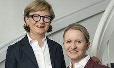 Sie investieren mutig: Familienhoteliers Renate (links) und Alexandra Schleunung