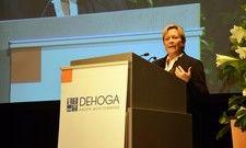 Sie erhielt für ihre Aussagen viel Applaus: Baden-Württembergs Kultusministerin Susanne Eisenmann beim Landesdeliegiertentag des Dehoga