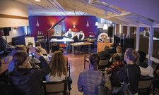 Koch-Show: Wie Fisch filetiert wird, konnten die Besucher in Bonn verfolgen.