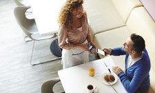 Funktechnik macht's möglich: Ein noch kleiner Teil der Gäste nutzt die Funktechnik NFC, um per Mobiltelefon oder Uhr zu bezahlen.