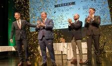 Bei der Preisverleihung: Maximilian Wilms erhält die Sommelier-Trophy